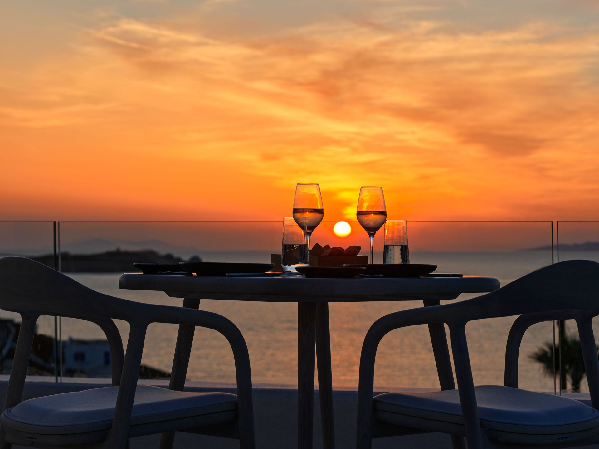 Dine In Mykonos Earth Suites And Get 10% Discount!